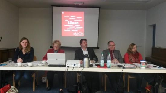 Tagespräsidium (v.l.) Nina Kotissek, Angela Wegener-Nachtkamp, Michael Thews, Rolf Möller, Stefanie Lippelt