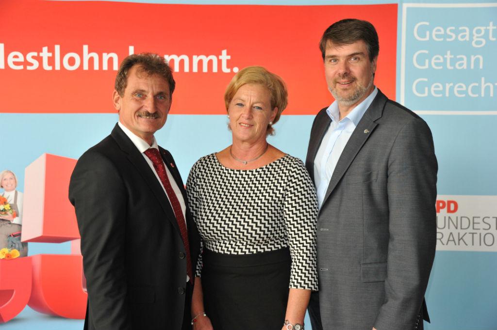 v. l.: Ulrich Hampel, Michaela Engelmeier und Michael Thews
