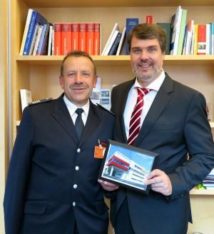 Rainer Ashoff, stellv. Leiter der Feuerwehr, Michael Thews MdB
