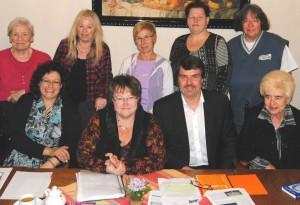 Michael Thews mit einigen Vorstandsfrauen und Gästen der ASF-Gesprächsrunde