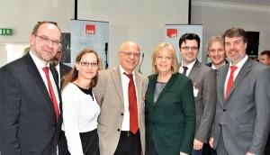 Ein Gruppenfoto mit Hannelore Kraft, Rainer Schmeltzer, Stephanie Lippelt, Siegfried Scholz, Lars Hübchen, Michael Makiolla und Michael Thews.